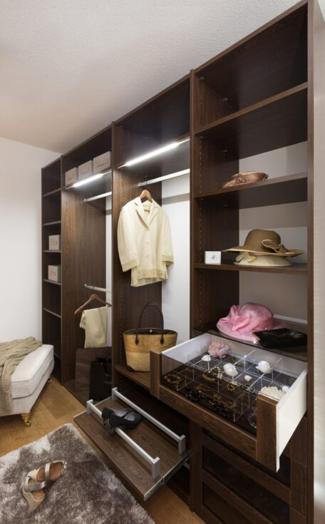 Walk-in wardrobe wenge