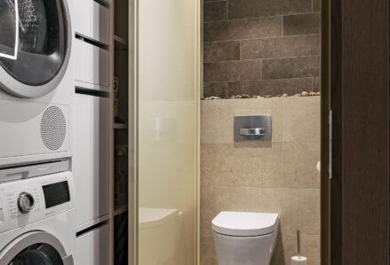 Vannitoa erilahendus, liuguksed Tank062, värvitud raam, beez klaas, kapisüsteem valge melamiin